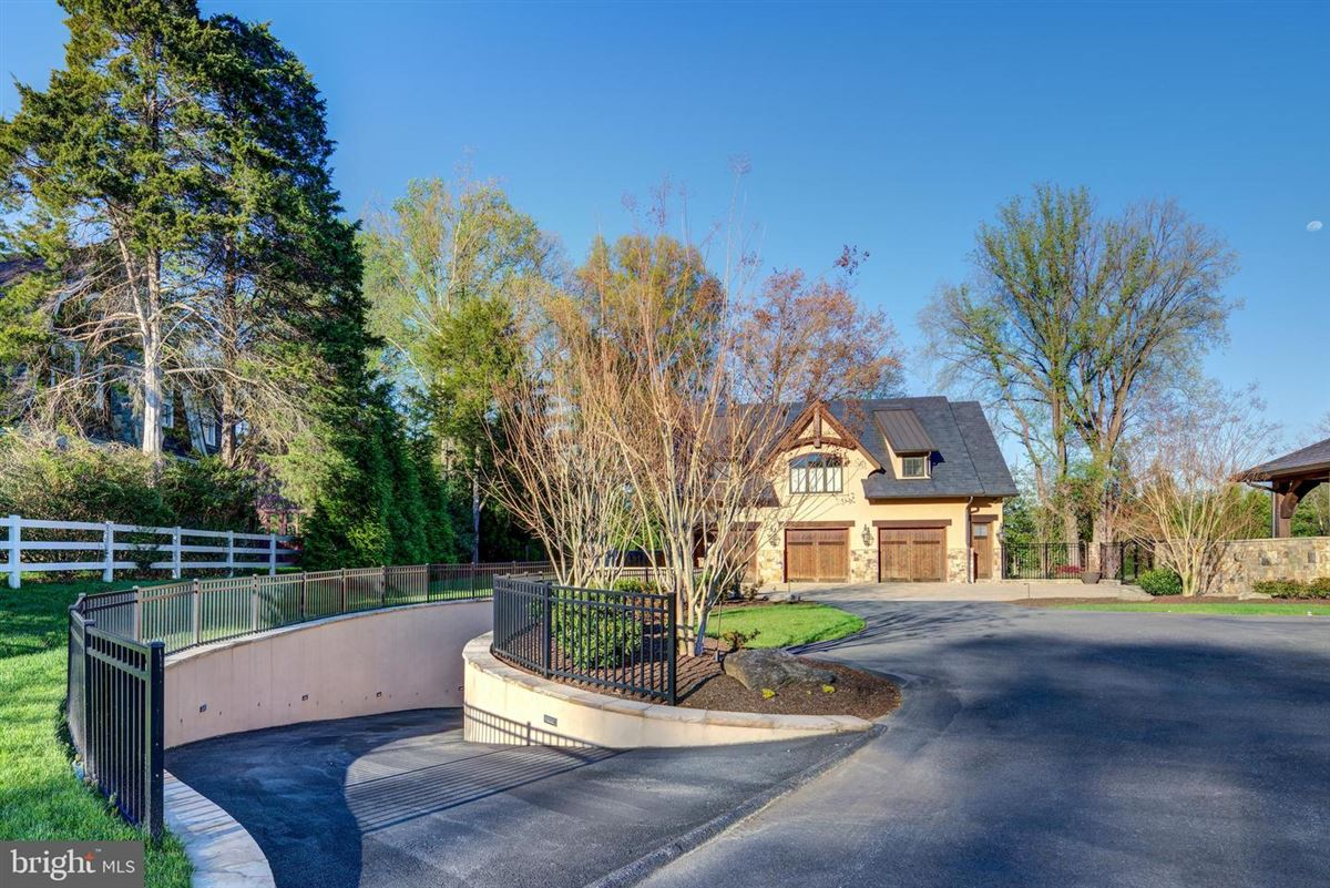 Luxury homes in Stunning Aspen inspired custom home