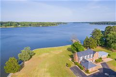 Luxury homes in Highview Manor - legacy estate on the Piankatank River