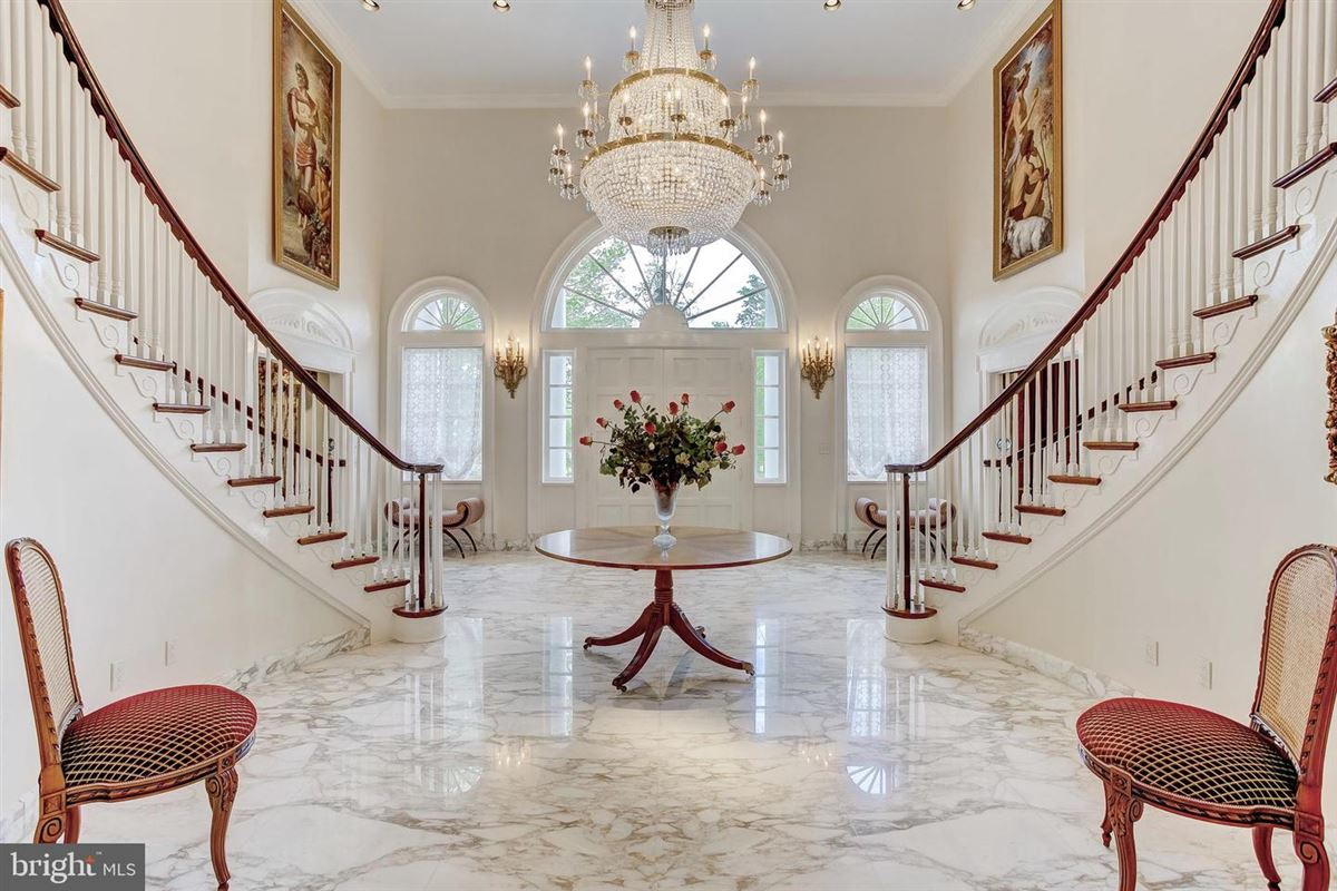 Luxury homes elegant Southern Colonial on nearly 10 acres