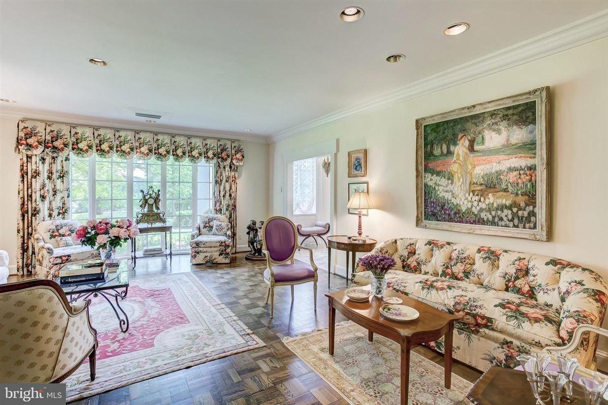 elegant Southern Colonial on nearly 10 acres luxury homes