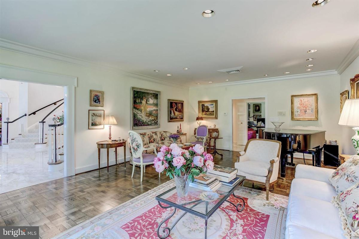 Luxury real estate elegant Southern Colonial on nearly 10 acres