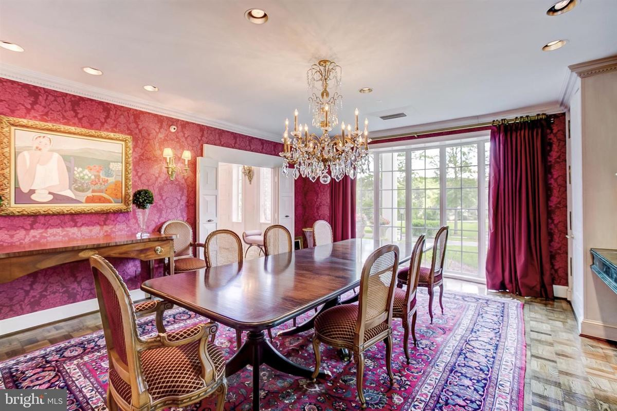 elegant Southern Colonial on nearly 10 acres luxury real estate