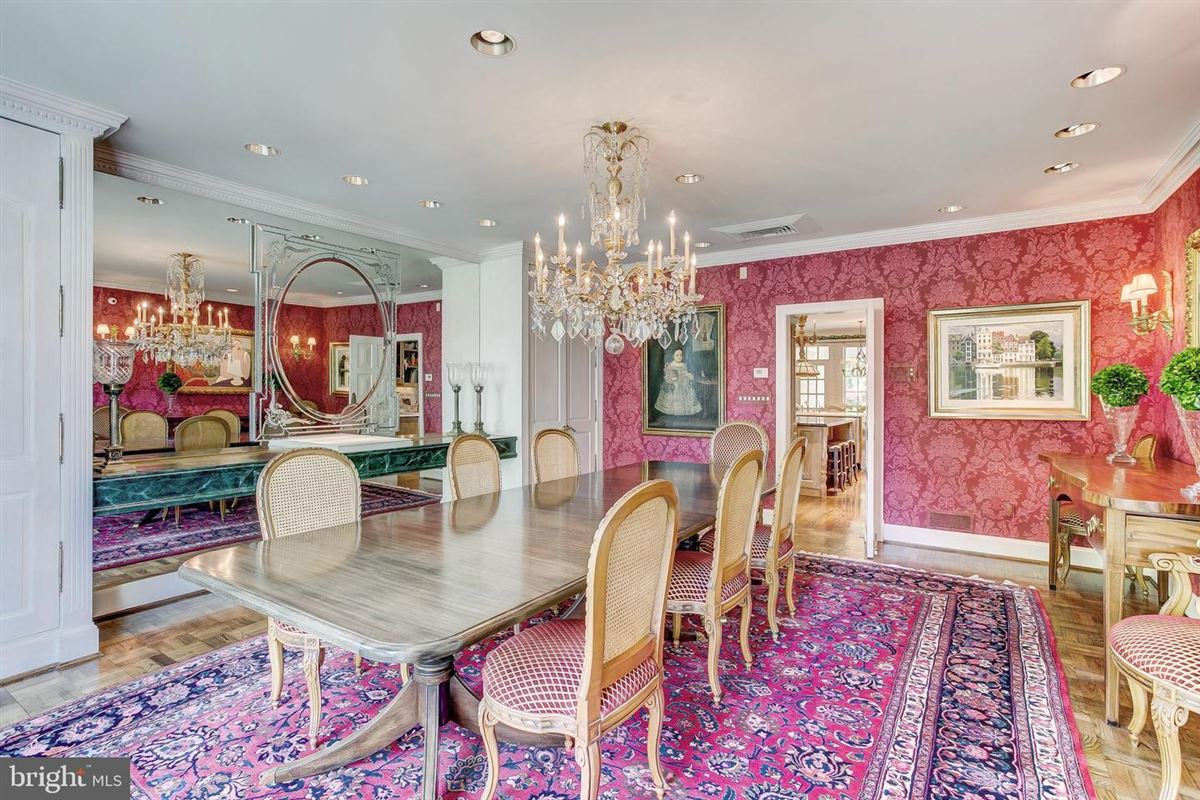 Luxury properties elegant Southern Colonial on nearly 10 acres