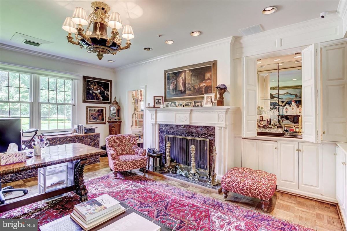 elegant Southern Colonial on nearly 10 acres luxury properties