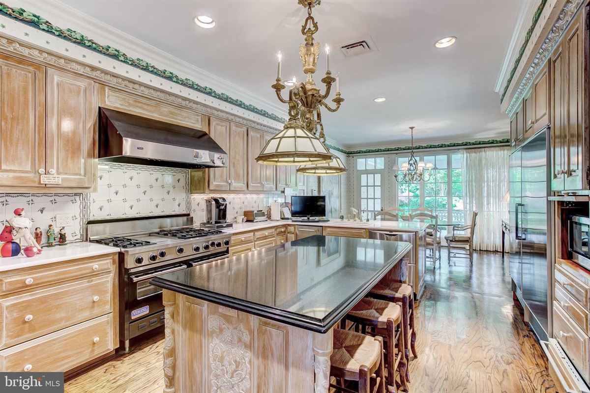 Luxury homes in elegant Southern Colonial on nearly 10 acres