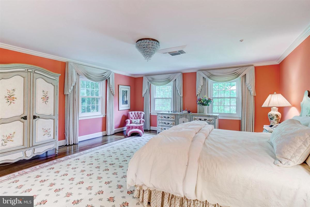 elegant Southern Colonial on nearly 10 acres mansions