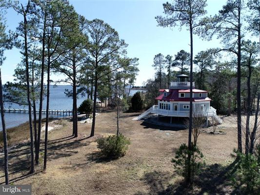 Luxury properties Newly custom built waterfront home on over six acres