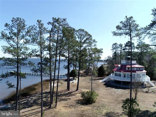 Newly custom built waterfront home on over six acres luxury properties