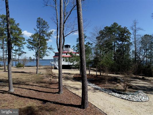 Mansions Newly custom built waterfront home on over six acres