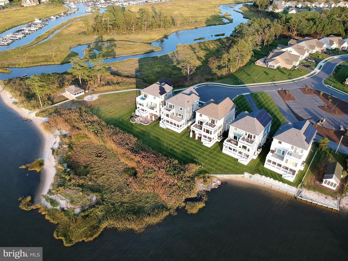 an Extraordinary bayfront home luxury real estate