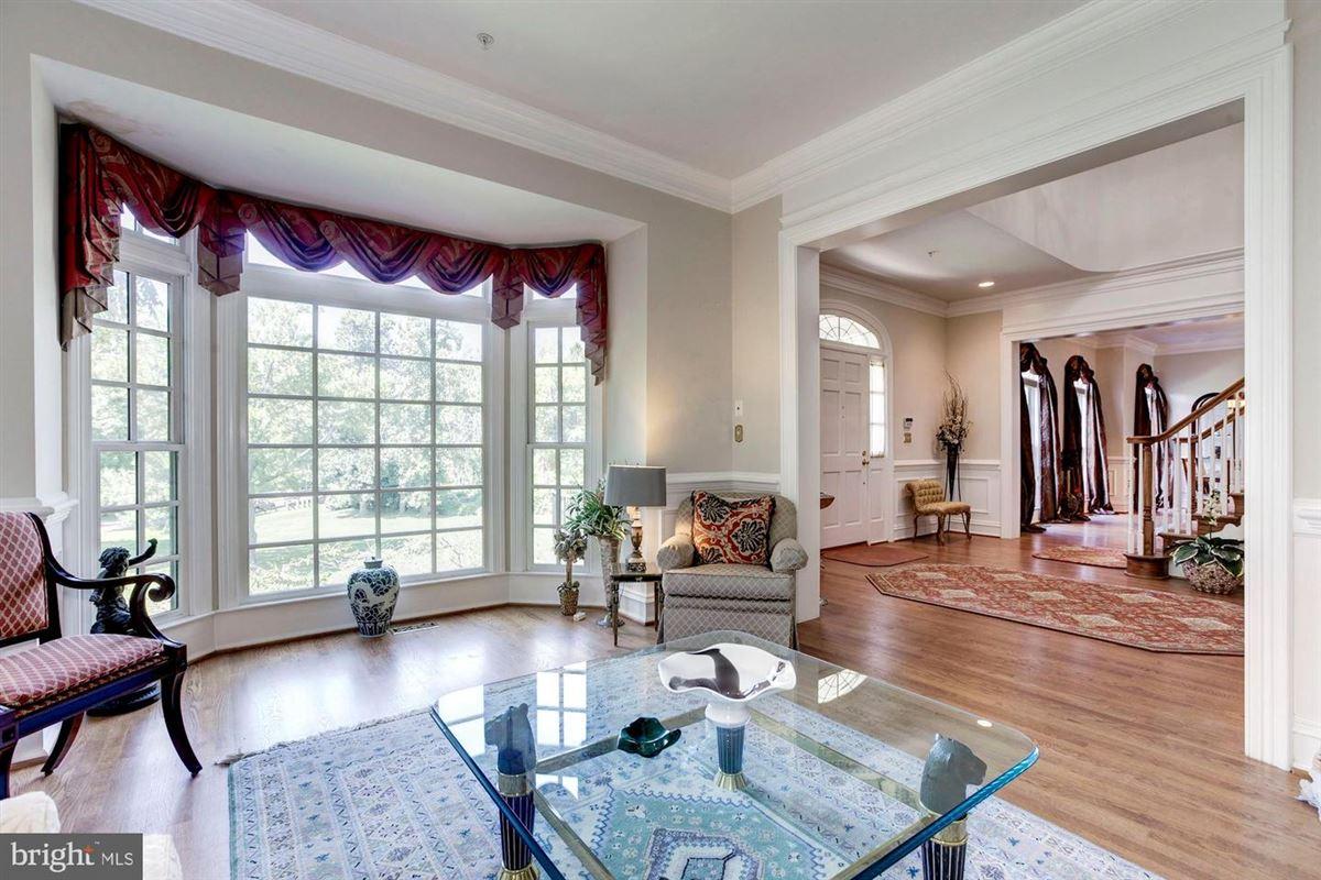 Mansions Elegant andSpacious brick colonial in a prime location
