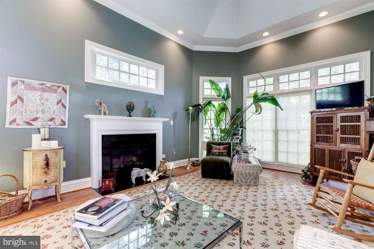 Mansions in Elegant andSpacious brick colonial in a prime location