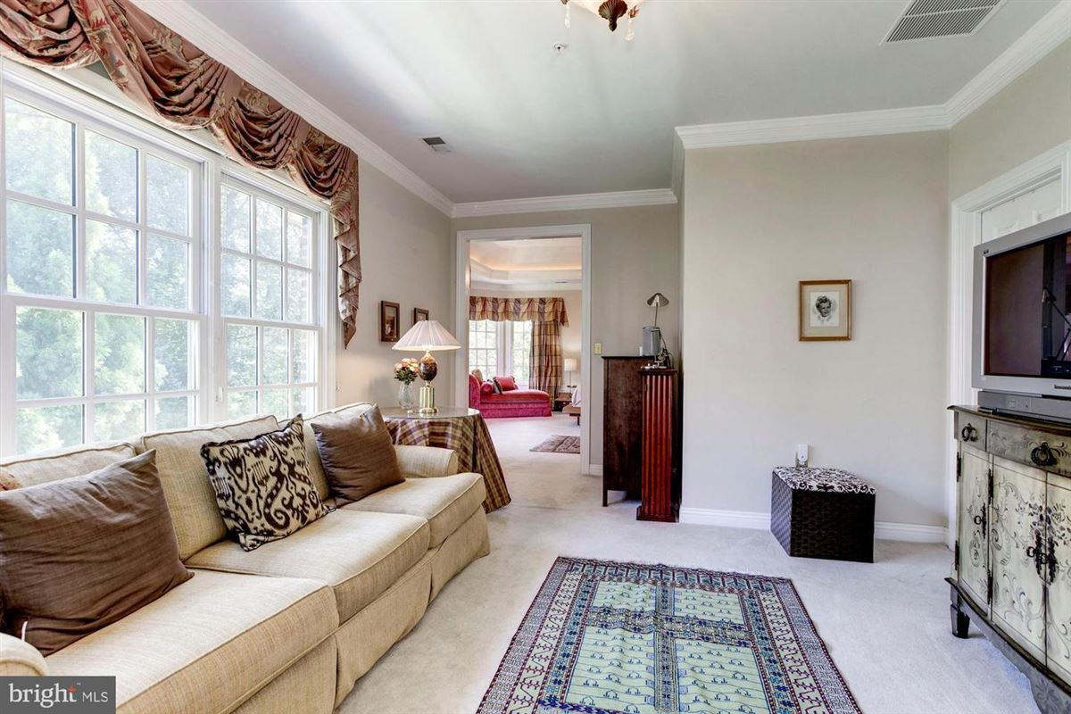 Luxury homes Elegant andSpacious brick colonial in a prime location