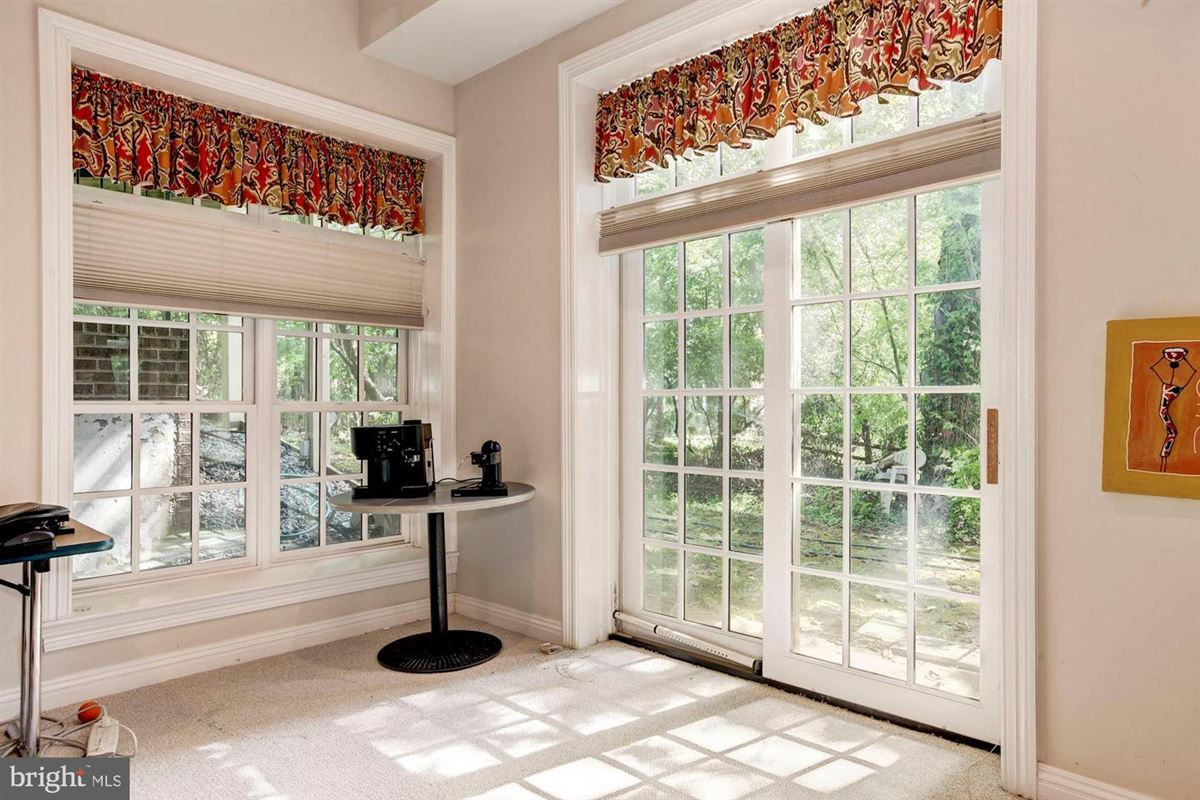 Elegant andSpacious brick colonial in a prime location luxury real estate