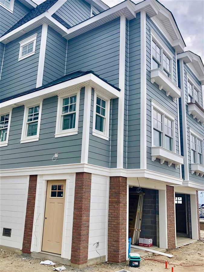 Mansions in magnificent new waterfront townhome