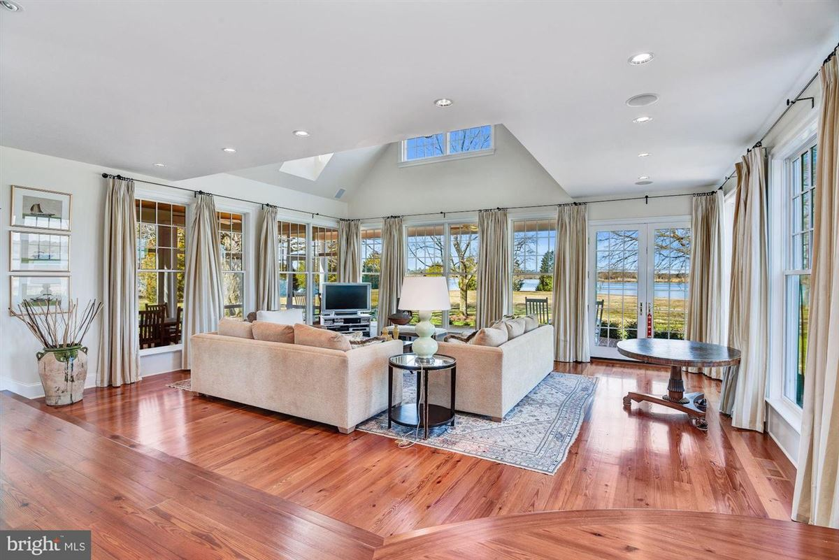 Luxury properties wonderful St Michaels waterfront home