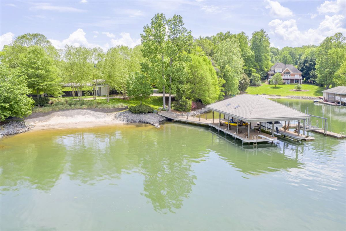 Luxury homes in Smith Mountain Lake home