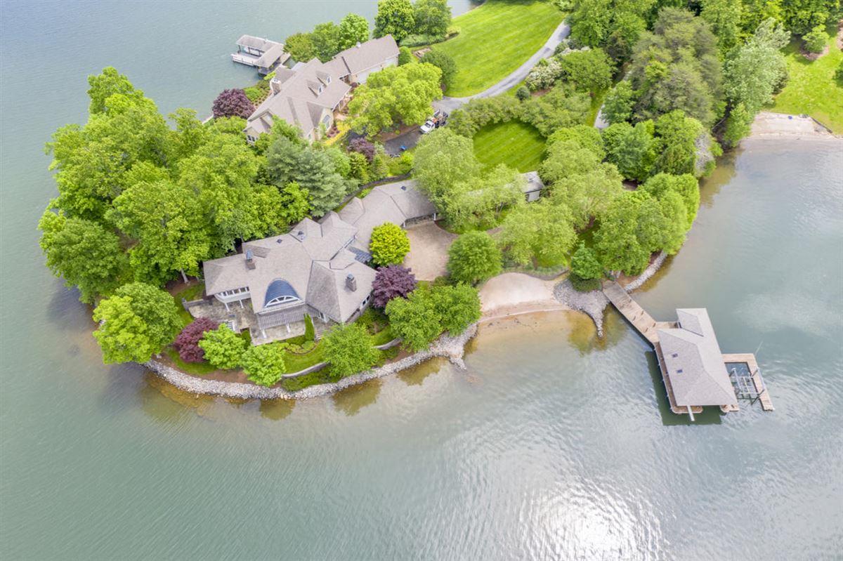 Luxury homes Smith Mountain Lake home