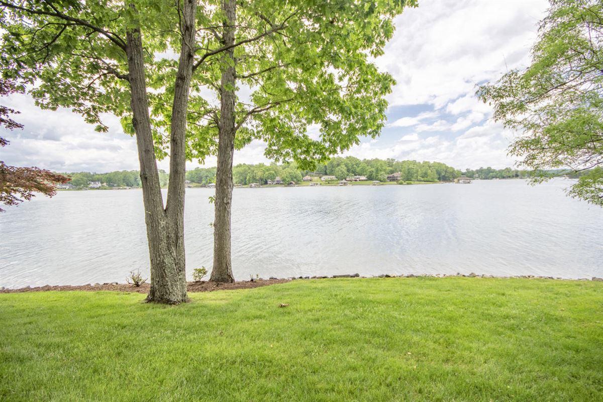 Luxury real estate Smith Mountain Lake home
