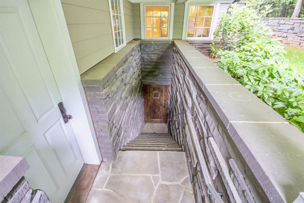 Luxury properties Smith Mountain Lake home