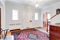 Mansions in charming Colonial Revival in Westmoreland Place