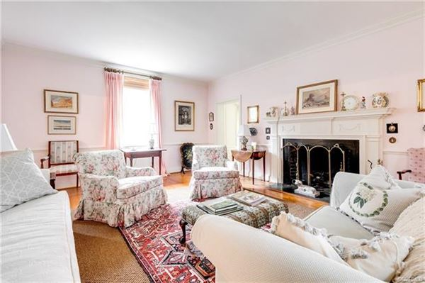 Luxury homes charming Colonial Revival in Westmoreland Place