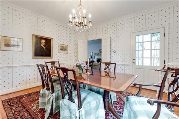 Mansions charming Colonial Revival in Westmoreland Place