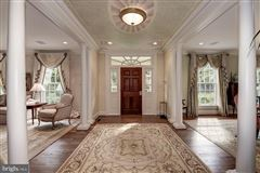 Spectacularly decorated and carefully maintained colonial luxury homes