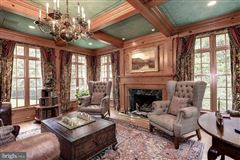 Spectacularly decorated and carefully maintained colonial luxury real estate