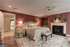 Luxury properties Spectacularly decorated and carefully maintained colonial