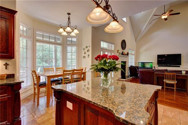 Luxury homes in stately executive home in the heart of York County