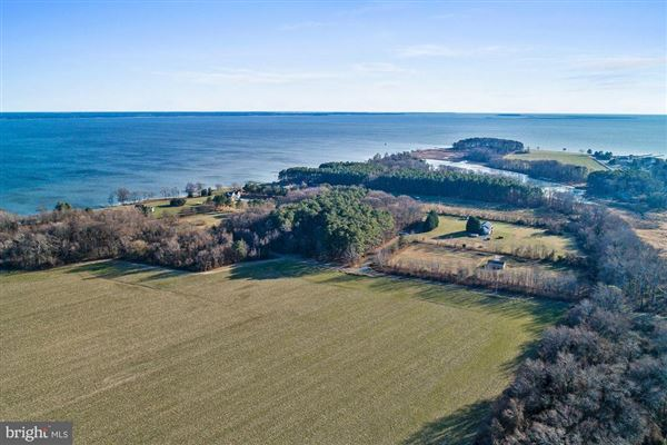 Luxury homes Waterfront lot on the Bay in stevensville