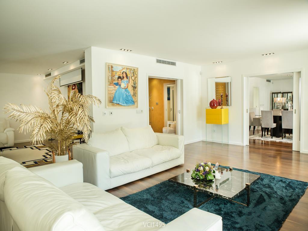Luxury homes Fantastic Villa in Quinta da Penha Longa