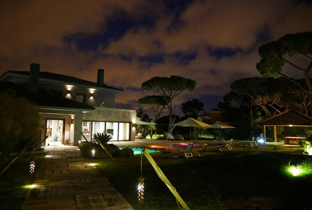 Luxury properties Contemporary Exclusive Property in Cascais