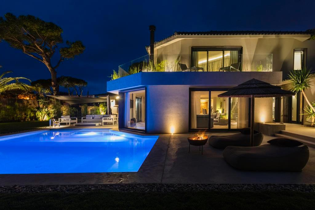 BEAUTIFUL STYLISH VILLA IN QUINTA DA MARINHA mansions