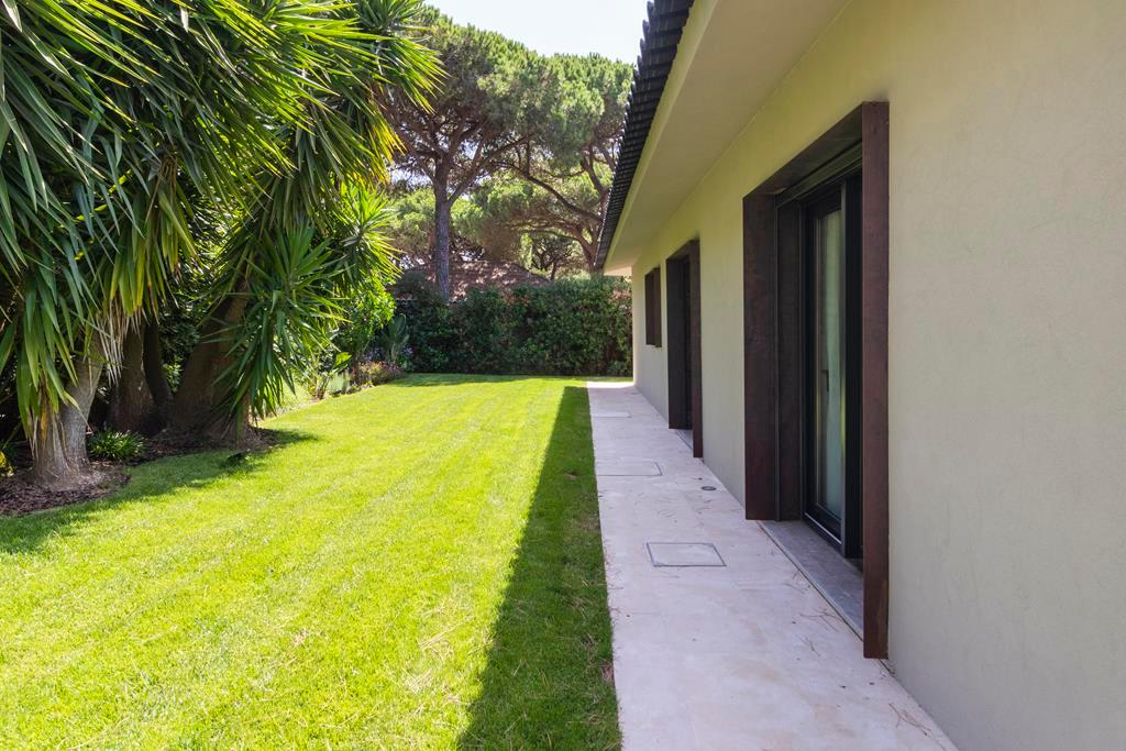 BEAUTIFUL STYLISH VILLA IN QUINTA DA MARINHA luxury homes