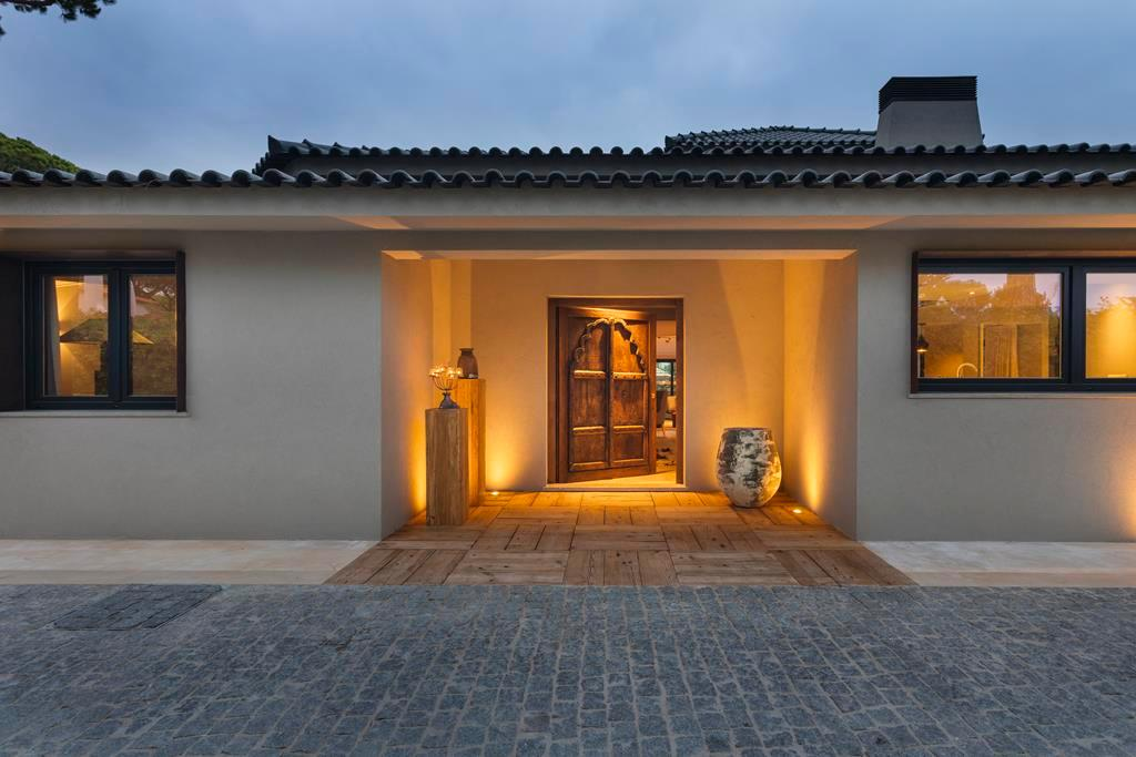 Luxury real estate BEAUTIFUL STYLISH VILLA IN QUINTA DA MARINHA
