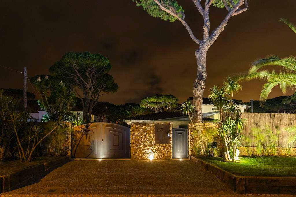Luxury properties BEAUTIFUL STYLISH VILLA IN QUINTA DA MARINHA