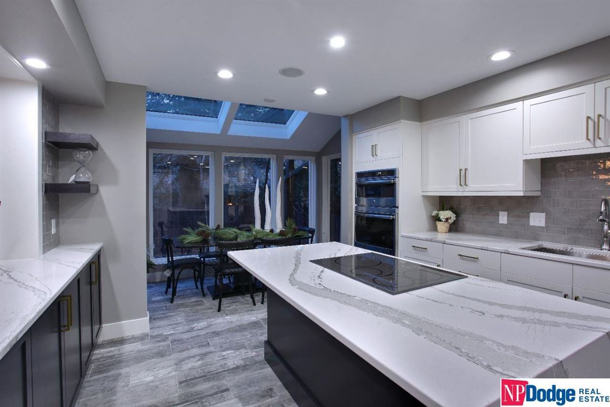 Come home and relax in Tomlinson Woods mansions