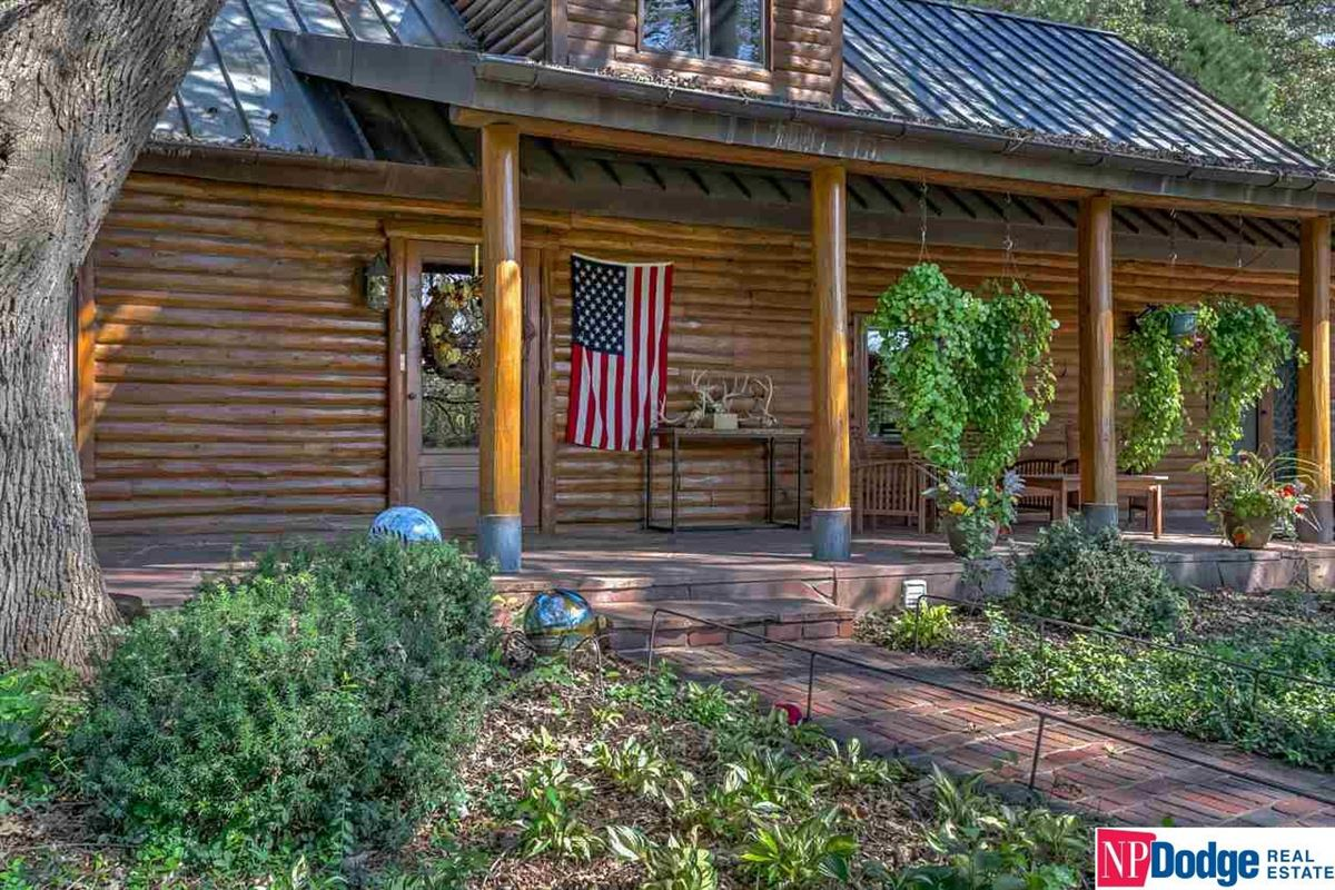 Luxury properties AUTHENTIC LOG Home and Guest Lodge