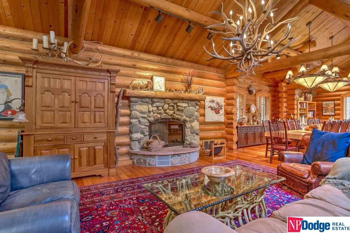 Mansions AUTHENTIC LOG Home and Guest Lodge