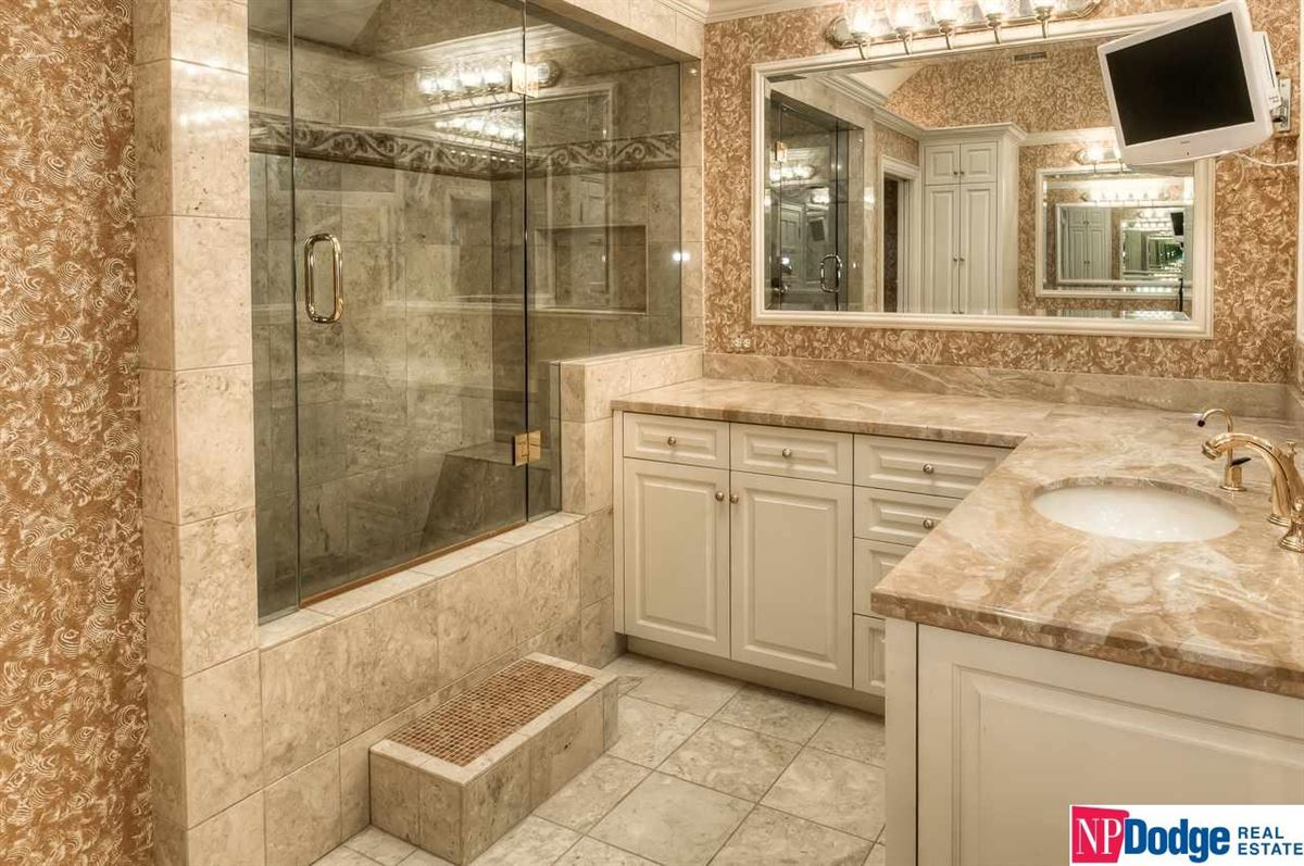 Luxury properties Live a wonderful new dream