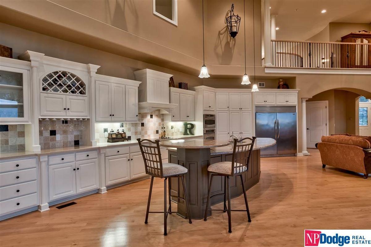 Luxury homes spectacular luxurious custom-built home on gorgeous acres