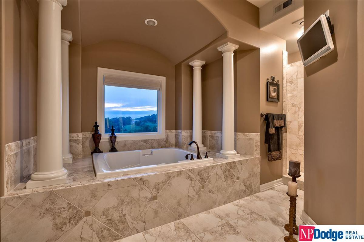 Luxury homes spectacular luxurious custom-built home on gorgeous acres