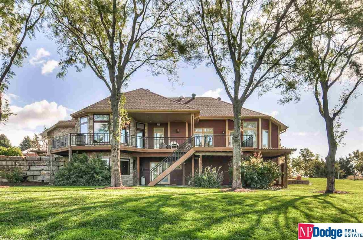 Luxury homes in High river views
