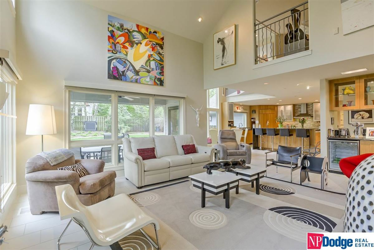 Luxury real estate a Beauty in Westchester Subdivision