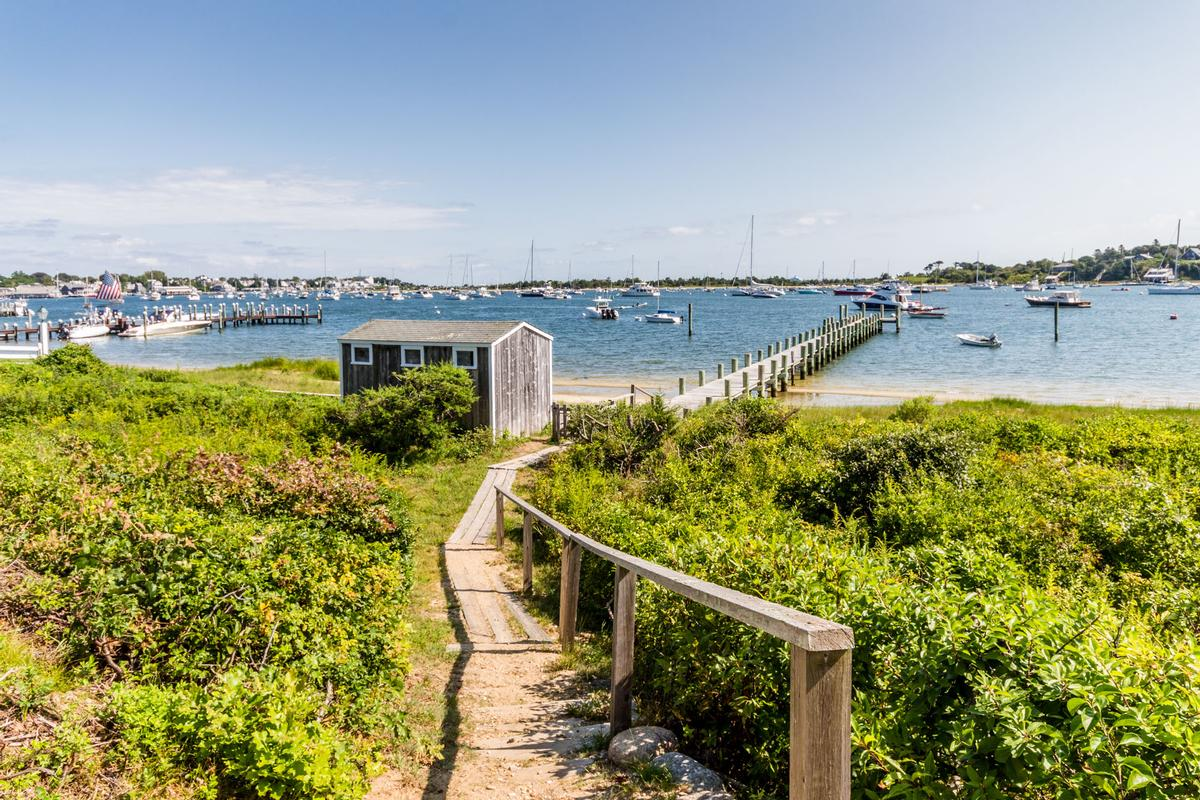 EDGARTOWN Harbor luxury homes