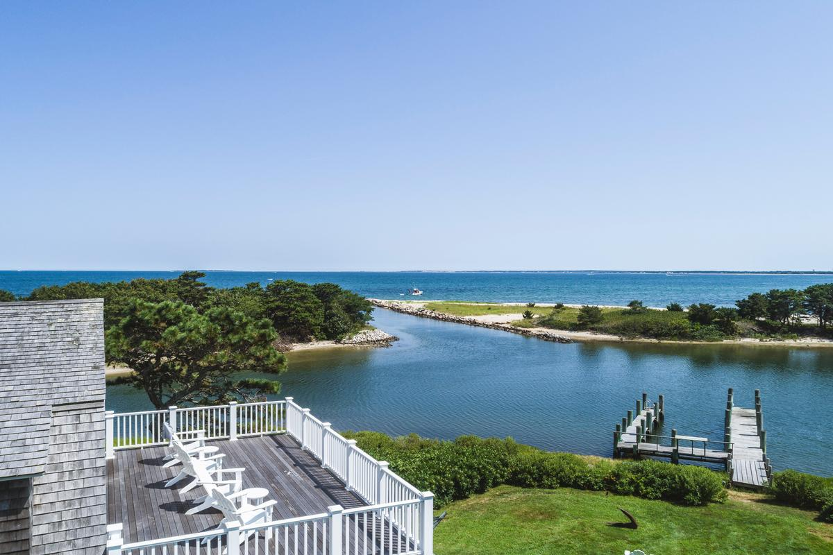 Luxury homes HARTHAVEN WATERFRONT WITH PRIVATE DOCK