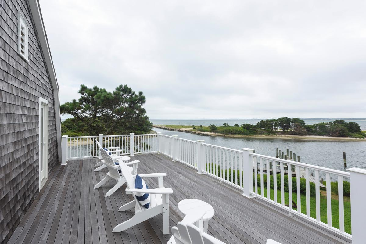 Luxury real estate HARTHAVEN WATERFRONT WITH PRIVATE DOCK