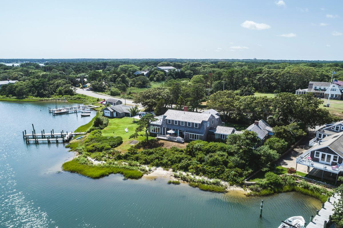 HARTHAVEN WATERFRONT WITH PRIVATE DOCK luxury homes